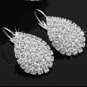 Jewelry - Clear crystal leverback earrings